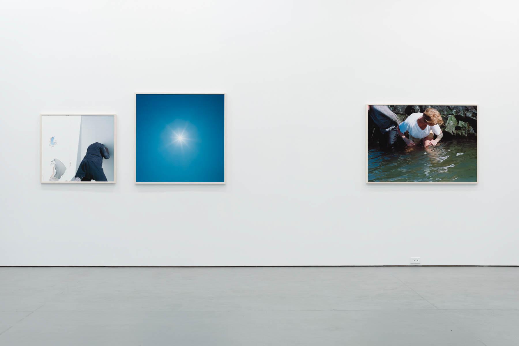 Jacinthe Carrier, brise glace soleil blanc, 2016, vue d'exposition, @ Galerie Antoine Ertaskiran, photo: Paul Litherland.